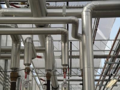 รูป ตัวอย่างการหุ้มฉนวนตรงท่อส่งไอน้ำ Source: niagrow.com (2015)